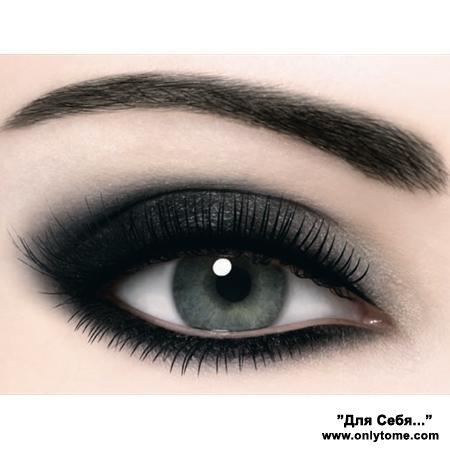 Черный макияж на глаза